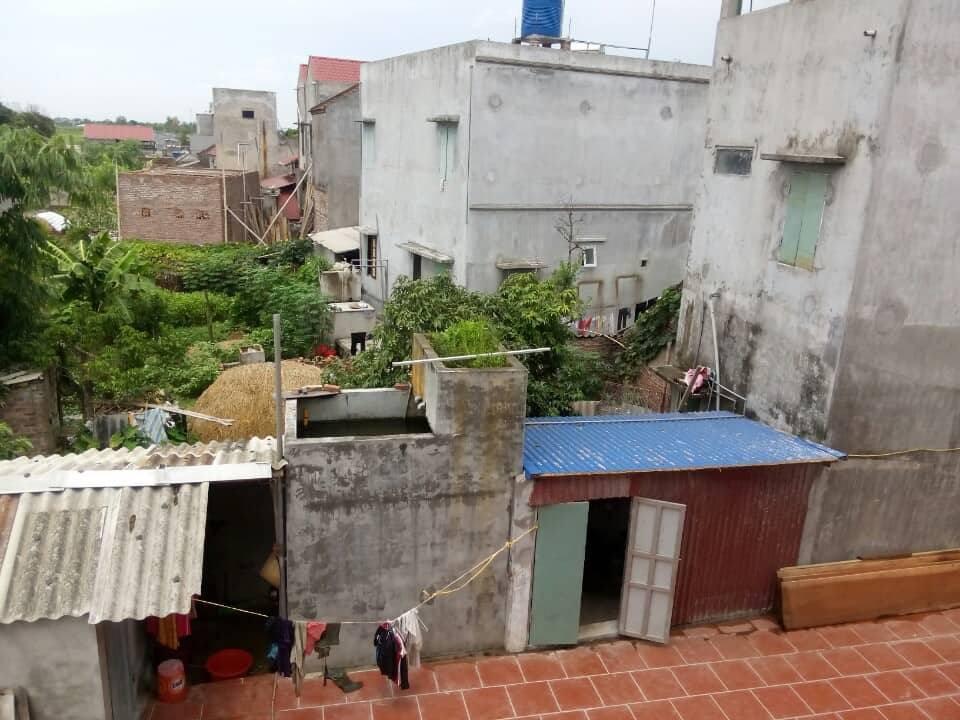 Nghi án đổ thuốc sâu vào bể nước sinh hoạt nhà hàng xóm vì mâu thuẫn - Ảnh 1.