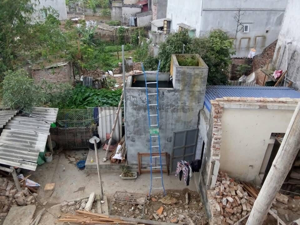 Nghi án đổ thuốc sâu vào bể nước sinh hoạt nhà hàng xóm vì mâu thuẫn - Ảnh 2.