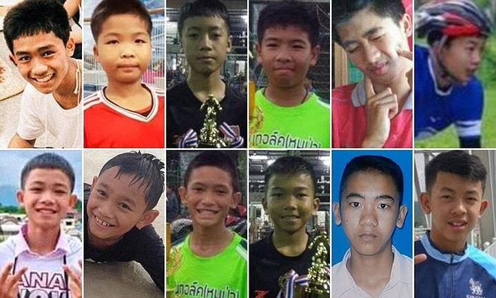 Người dân Thái Lan ăn mừng việc toàn bộ đội bóng nhí được giải cứu - Ảnh 5.
