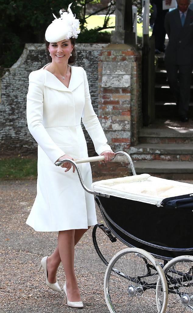 Điểm đặc biệt trong trang phục mà Công nương Kate và Hoàng tử út Louis diện trong buổi lễ rửa tội - Ảnh 8.