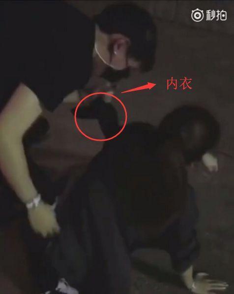 Bạn gái cũ Lâm Phong lộ clip say khướt, bị 1 người đàn ông cởi tuột áo lót trên đường - Ảnh 2.