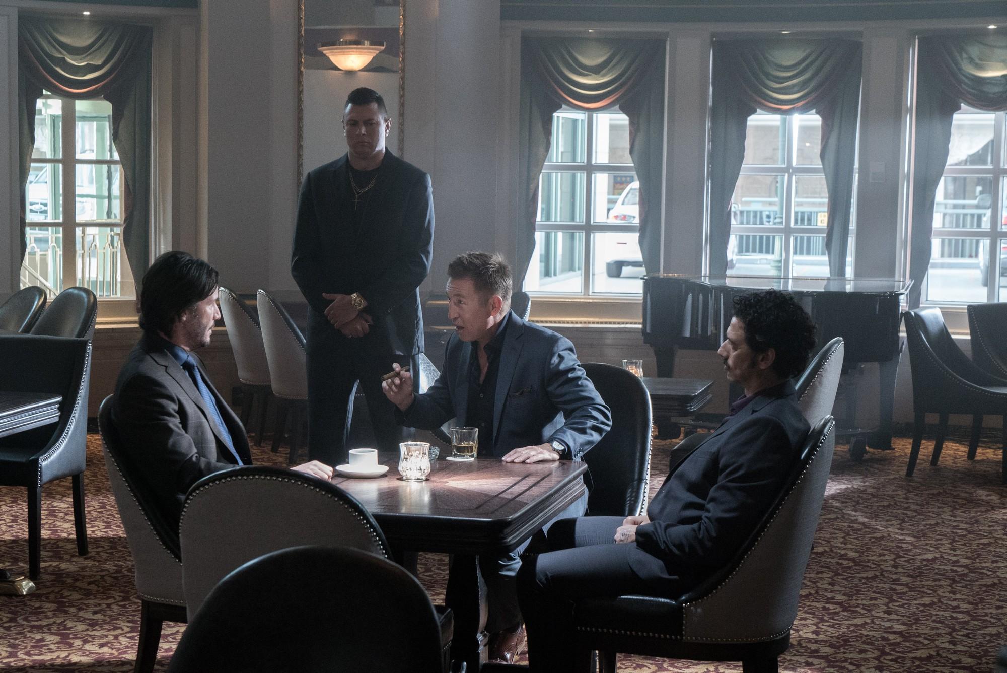 Buôn kim cương giả, Ông Kẹ Keanu Reeves lại còn dám bướng với mafia Nga - Ảnh 11.