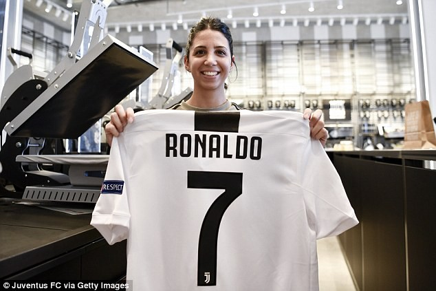 Ronaldo: Mỗi phút Juventus lại bán được một chiếc áo đấu CR7 - Ảnh 2.