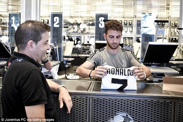 Cứ mỗi phút Juventus lại bán được một chiếc áo đấu của Ronaldo - Ảnh 1.