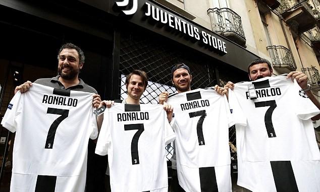 Cứ mỗi phút Juventus lại bán được một chiếc áo đấu của Ronaldo - Ảnh 3.