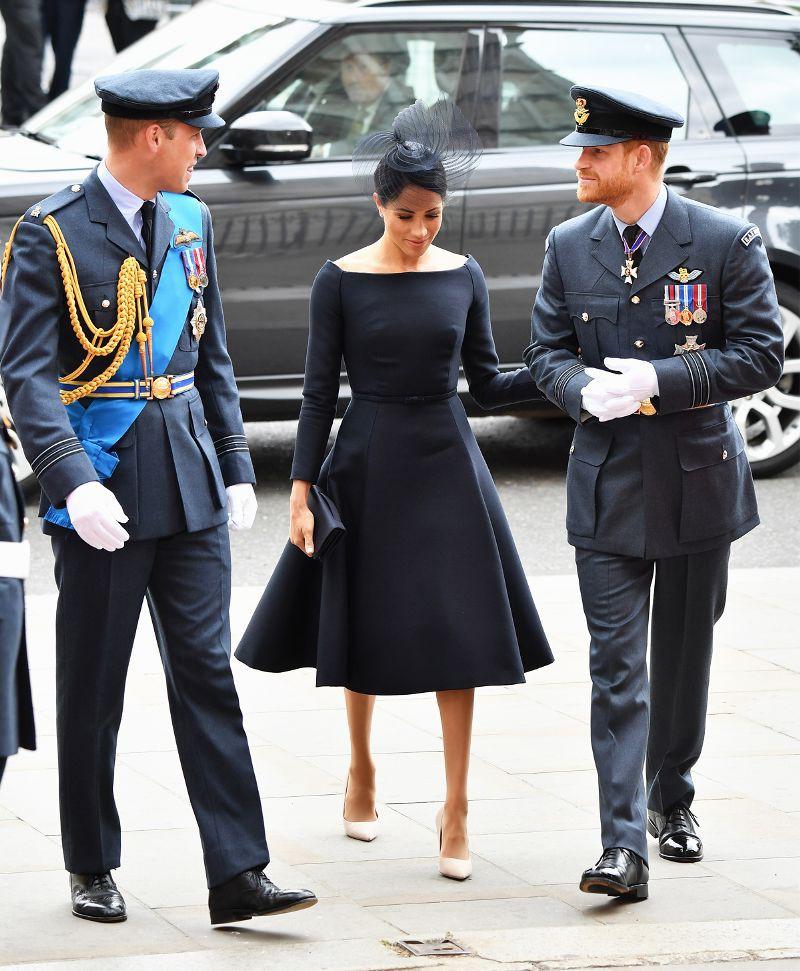 Ai cũng muốn như Meghan Markle: thích kiểu váy nào là mua mỗi hãng một chiếc, lại toàn là hãng cao cấp - Ảnh 1.