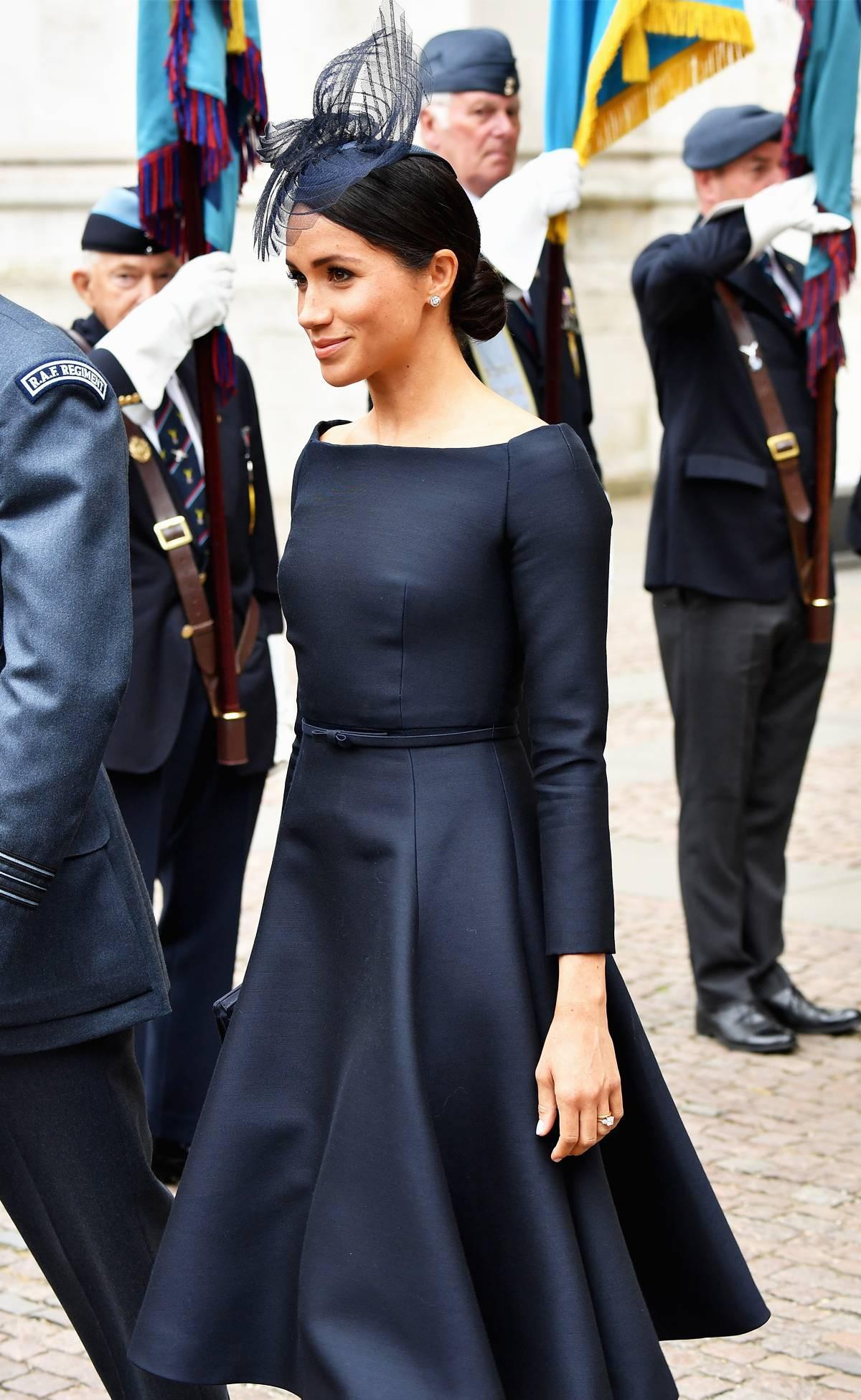 Ai cũng muốn như Meghan Markle: thích kiểu váy nào là mua mỗi hãng một chiếc, lại toàn là hãng cao cấp - Ảnh 2.