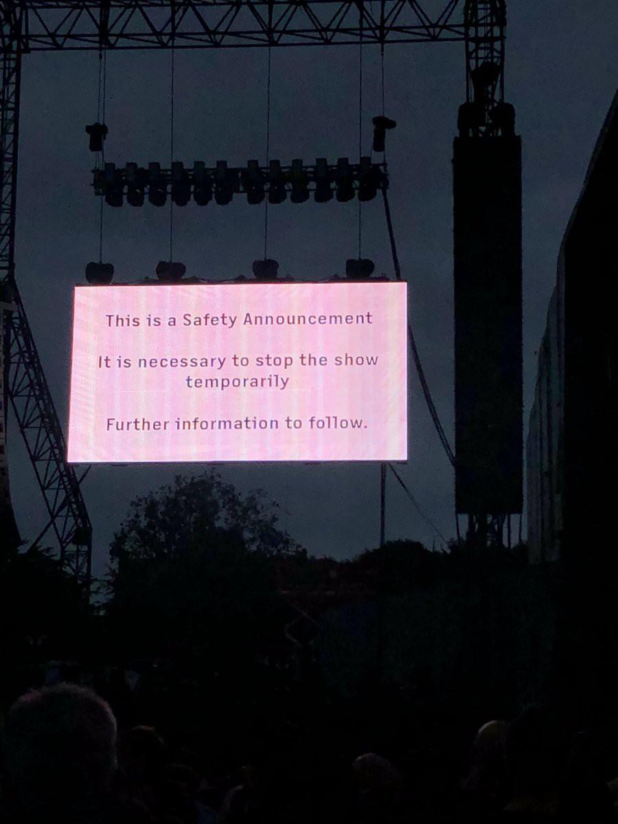 Pháo hoa bắt lửa trên sân khấu khiến Bruno Mars bất ngờ tạm dừng concert - Ảnh 2.
