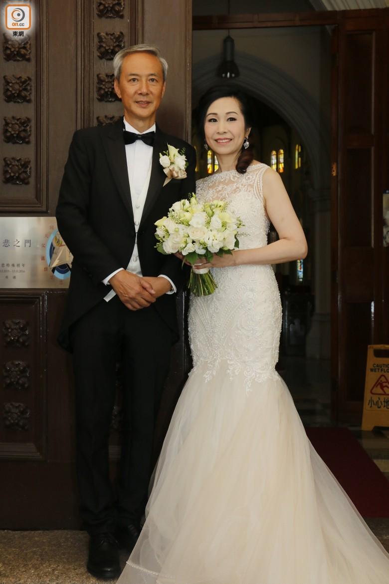 """Sao nam """"Lộc Đỉnh Ký"""" hạnh phúc tổ chức đám cưới ở tuổi 63, dàn sao TVB nô nức tới dự hôn lễ - Ảnh 7."""