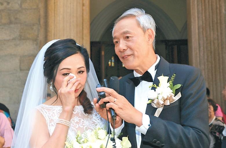"""Sao nam """"Lộc Đỉnh Ký"""" hạnh phúc tổ chức đám cưới ở tuổi 63, dàn sao TVB nô nức tới dự hôn lễ - Ảnh 3."""