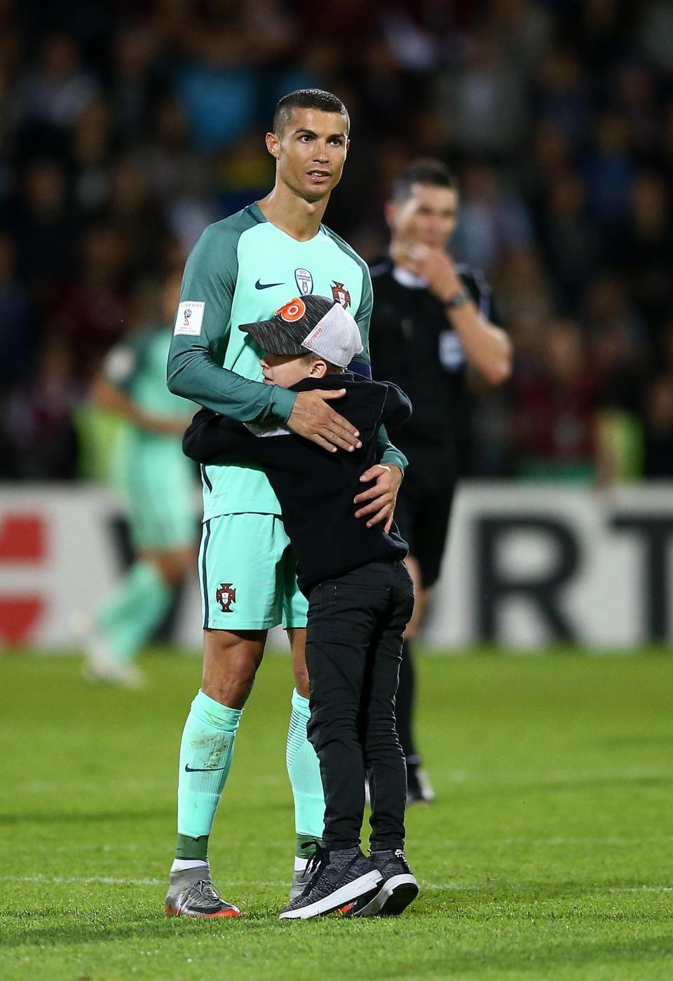 16 câu chuyện tuyệt vời khiến bạn phải có cái nhìn khác về Cristiano Ronaldo - Ảnh 10.
