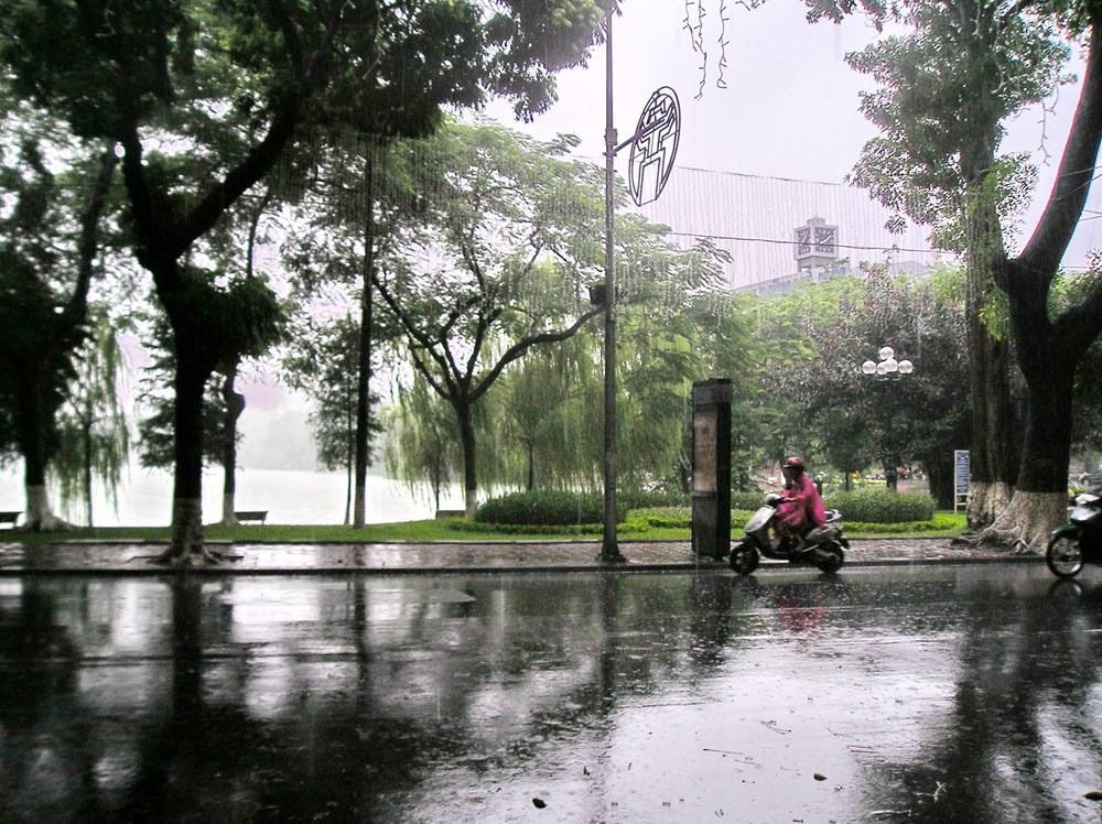 Xuất hiện vùng áp thấp trên Biển Đông, có khả năng mạnh lên thành áp thấp nhiệt đới - Ảnh 1.