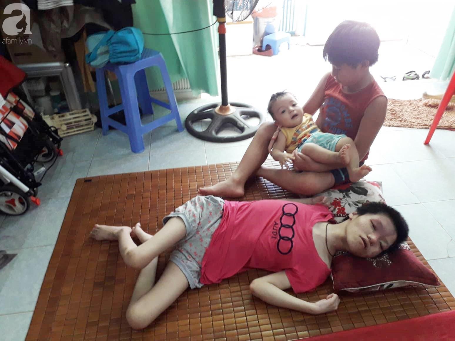 Đà Nẵng: Người mẹ nghèo nuôi 3 con thơ nheo nhóc, bất lực nhìn con gái 15 tuổi co giật vì bệnh u máu quái ác - Ảnh 1.