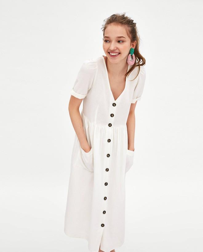 Sau cơn sốt váy trắng Zara, loạt váy liền cài khuy trước với đủ kiểu dáng đang đốn tim các nàng - Ảnh 1.
