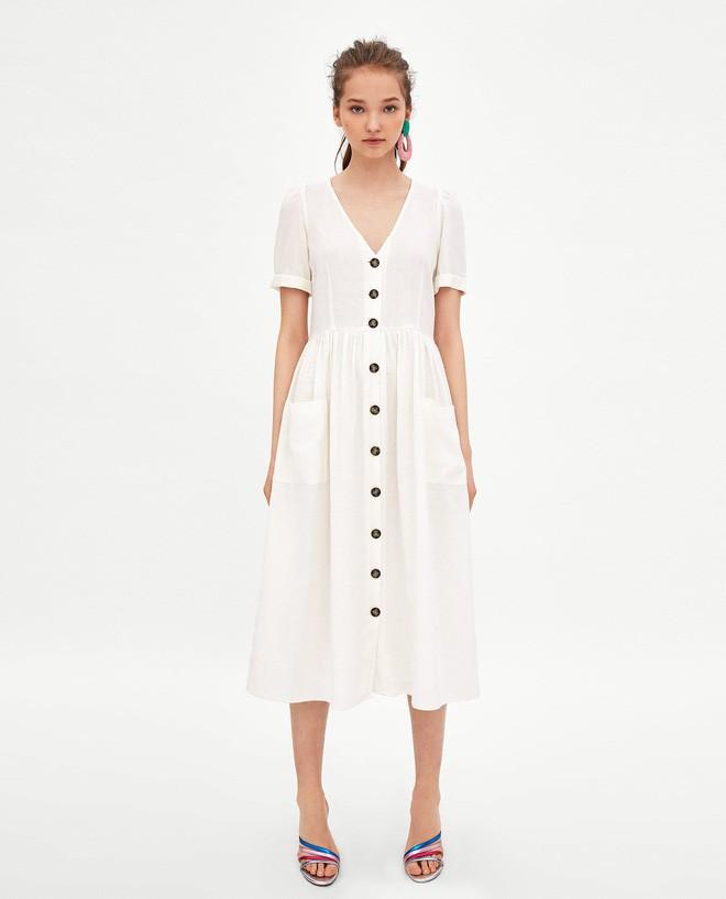 Sau cơn sốt váy trắng Zara, loạt váy liền cài khuy trước với đủ kiểu dáng đang đốn tim các nàng - Ảnh 2.