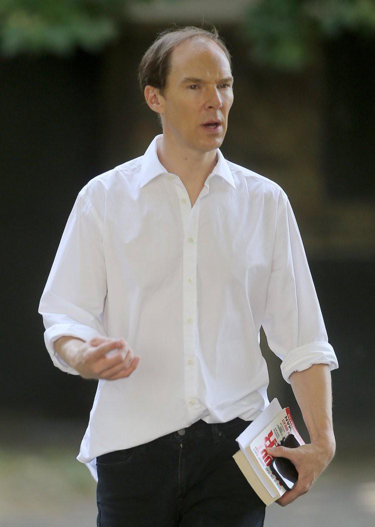 Ai nấy giật mình khi chứng kiến mái tóc hói xấu đột biến của nam thần nước Anh Benedict Cumberbatch - Ảnh 1.
