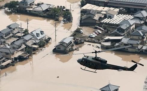 Các tỉnh miền Tây Nhật Bản tiếp tục bị cô lập do mưa lũ - Ảnh 1.