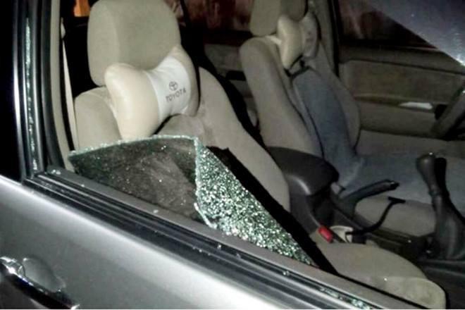 Dừng xe ở bên đường, đại gia bị trộm đập kính xe lấy trộm gần 3 tỷ đồng - Ảnh 1.