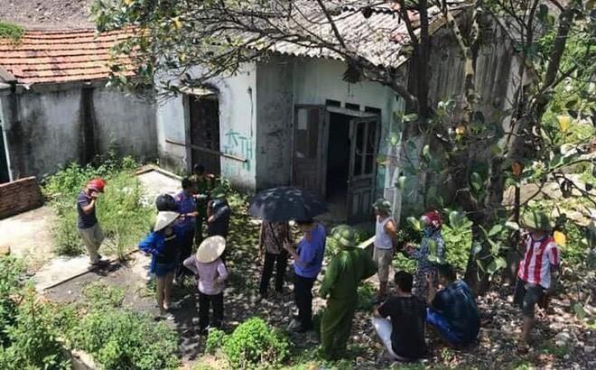 Thi thể người đàn ông đang phân huỷ trong căn nhà hoang - Ảnh 1.