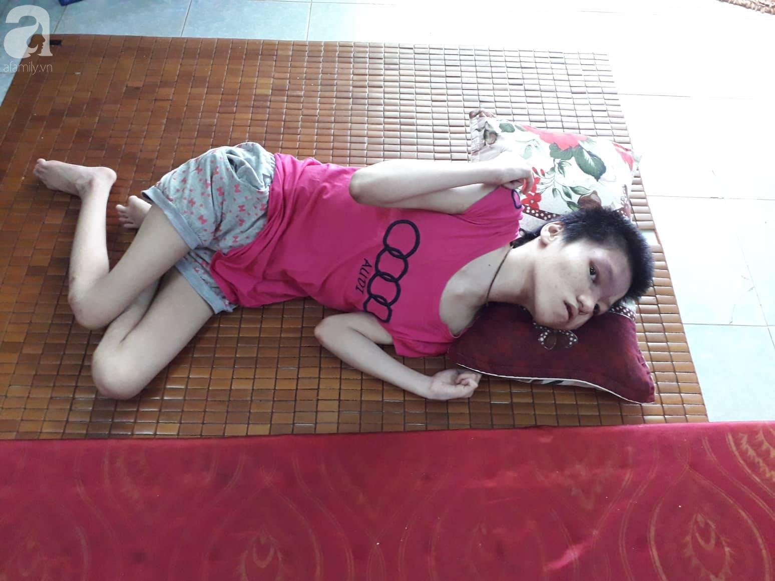 Đà Nẵng: Người mẹ nghèo nuôi 3 con thơ nheo nhóc, bất lực nhìn con gái 15 tuổi co giật vì bệnh u máu quái ác - Ảnh 3.