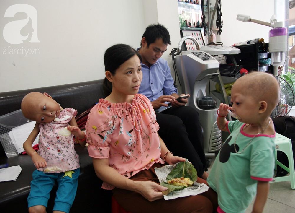 Mẹ của 2 bé gái bị đầu, cổ vẹo lệch ở Tuyên Quang: Giá như con khỏi bệnh, dù đánh đổi gì tôi cũng cam lòng - Ảnh 4.