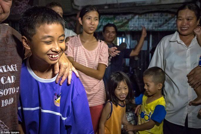Video, Ảnh: Thái Lan mở tiệc xuyên đêm mừng chiến dịch giải cứu đội bóng nhí - Ảnh 4.