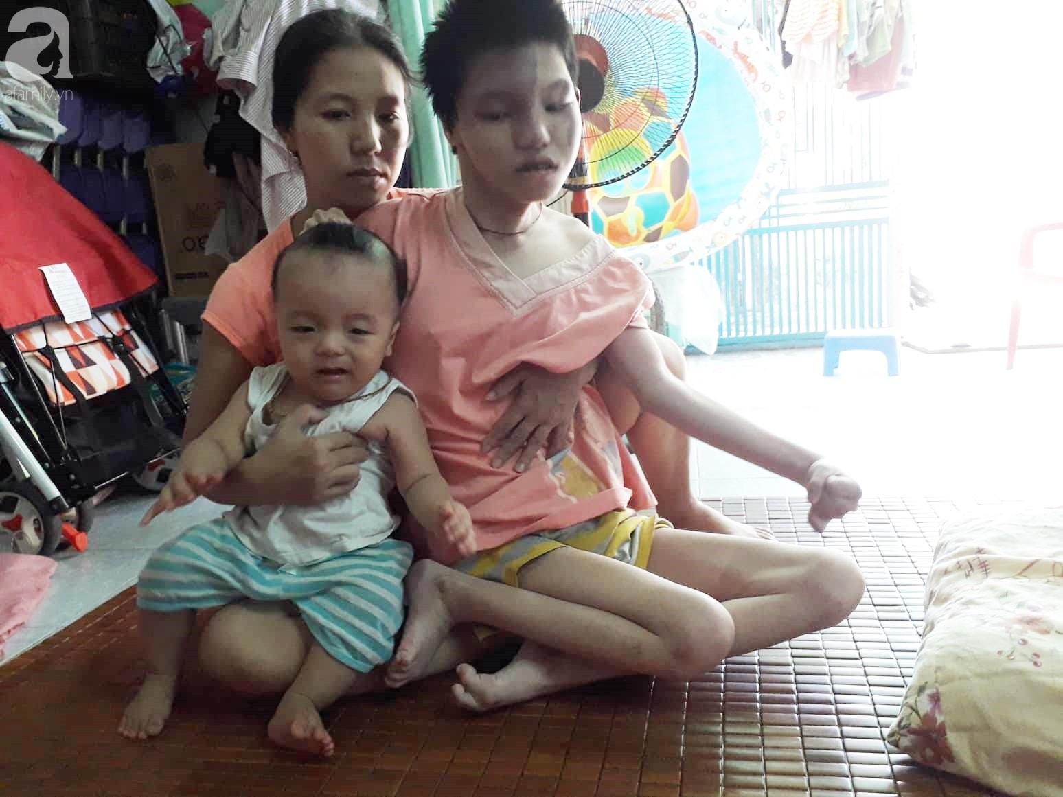 Đà Nẵng: Người mẹ nghèo nuôi 3 con thơ nheo nhóc, bất lực nhìn con gái 15 tuổi co giật vì bệnh u máu quái ác - Ảnh 4.