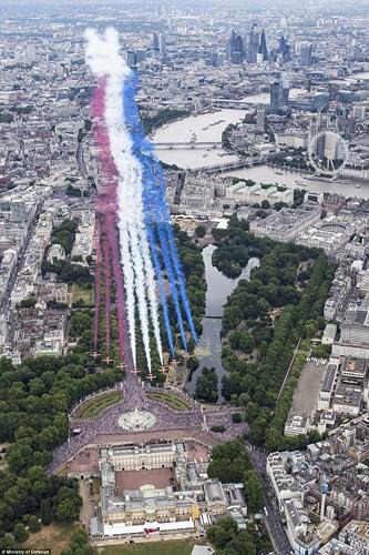 70.000 người mừng sinh nhật 100 tuổi của Không quân Hoàng gia Anh - Ảnh 5.