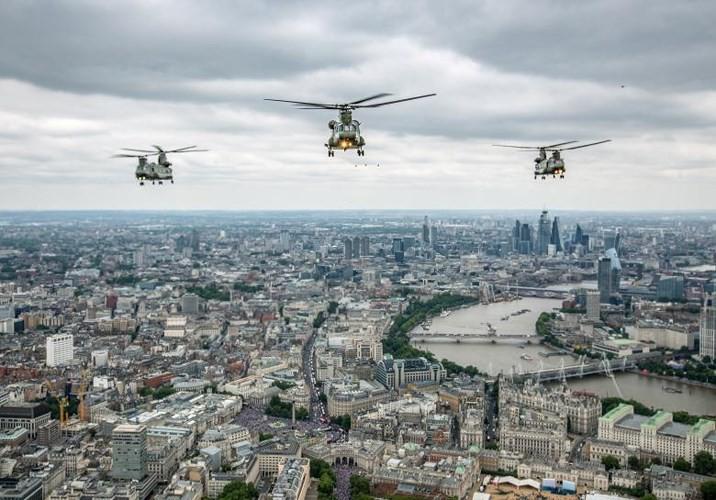 70.000 người mừng sinh nhật 100 tuổi của Không quân Hoàng gia Anh - Ảnh 6.