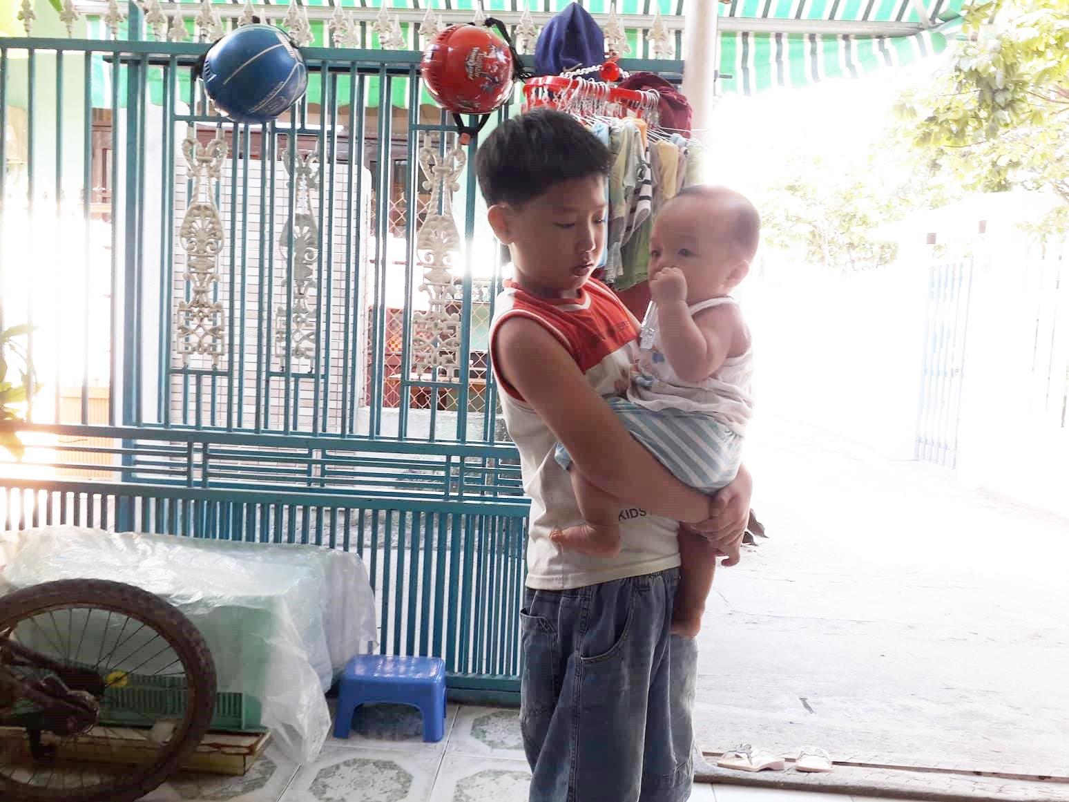 Đà Nẵng: Người mẹ nghèo nuôi 3 con thơ nheo nhóc, bất lực nhìn con gái 15 tuổi co giật vì bệnh u máu quái ác - Ảnh 9.