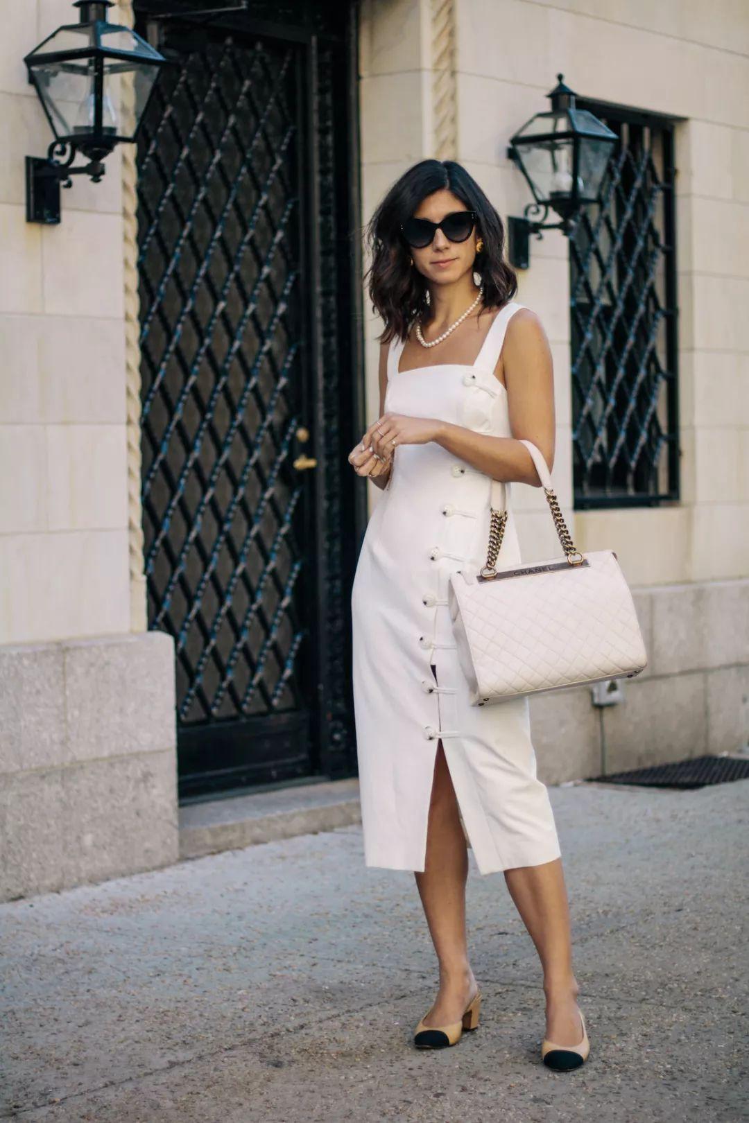Sau cơn sốt váy trắng Zara, loạt váy liền cài khuy trước với đủ kiểu dáng đang đốn tim các nàng - Ảnh 9.
