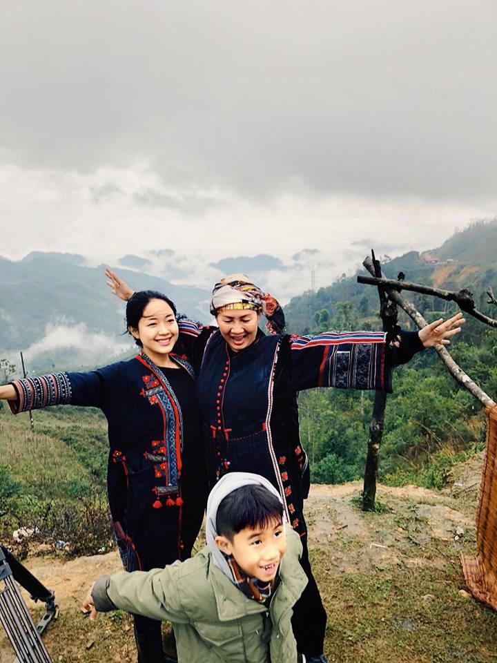Ái nữ 9X Vương Anh cưỡi mô tô, trổ tài nướng bồ câu giữa núi rừng Tây Bắc trong clip đẹp như phim điện ảnh - Ảnh 10.