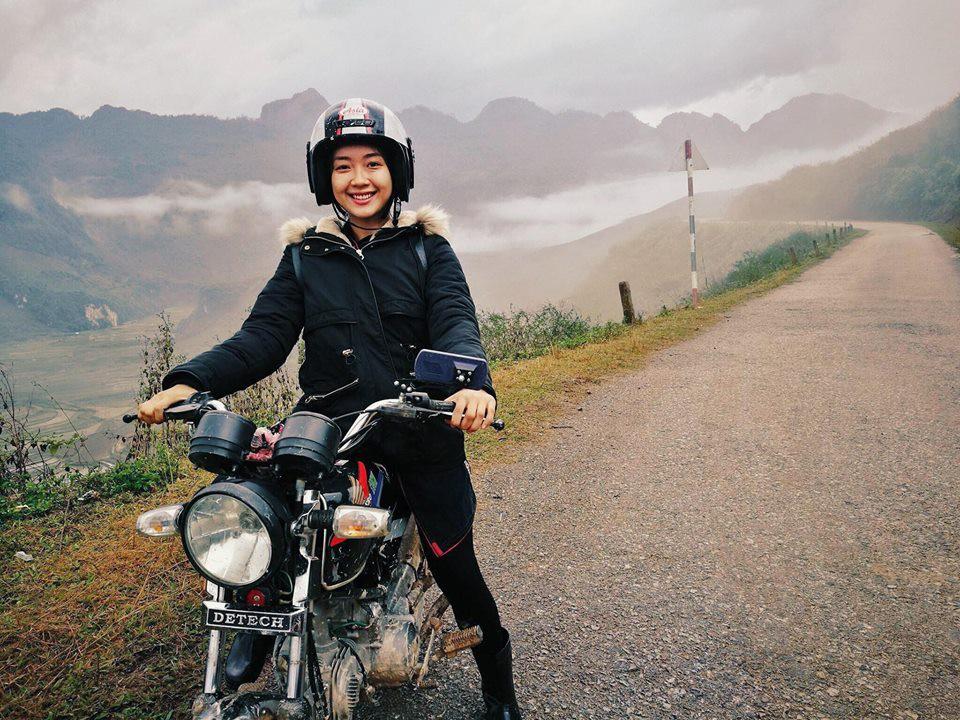 Ái nữ 9X Vương Anh cưỡi mô tô, trổ tài nướng bồ câu giữa núi rừng Tây Bắc trong clip đẹp như phim điện ảnh - Ảnh 3.