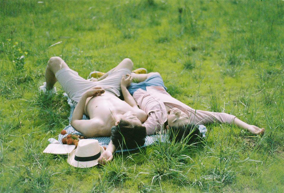 Mùa hè rực rỡ, dịu êm và rất tình của hai chàng trai trong bộ ảnh Theo anh về nhà - Ảnh 15.