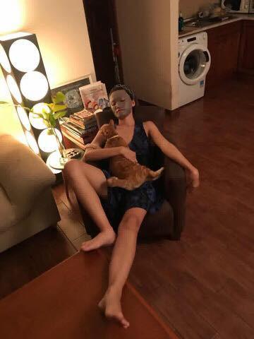 Về nhà thấy vợ đắp mặt nạ sợ 1 thì khi bước vào toilet, ông chồng này chỉ muốn... bỏ đi luôn! - Ảnh 2.