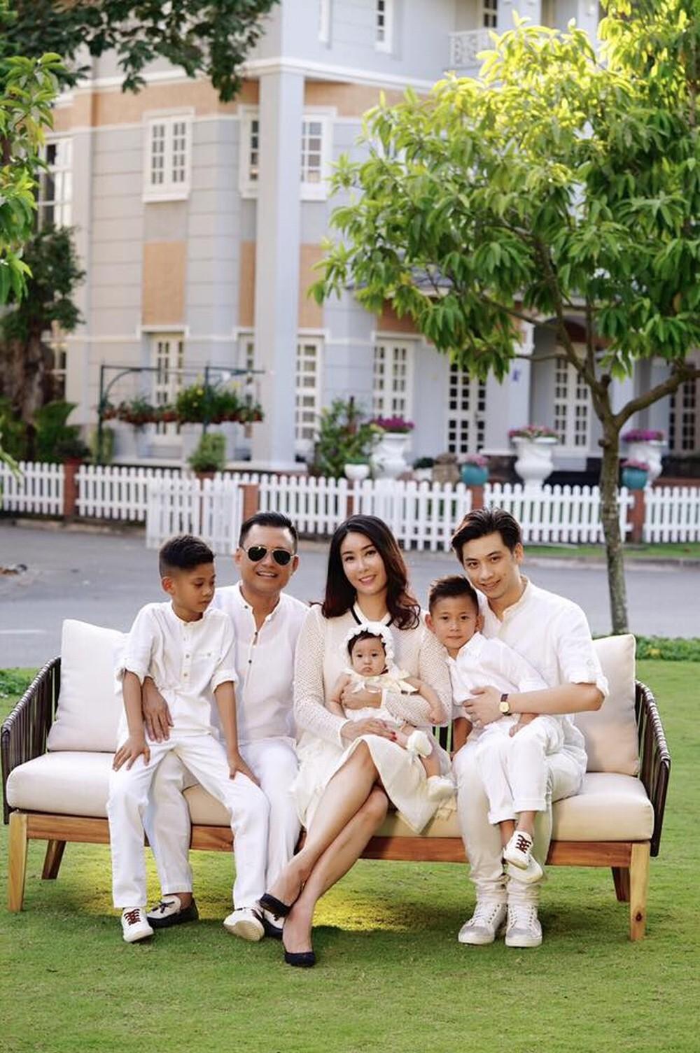 Sao Việt là con nhà trâm anh thế phiệt: Sống sang chảnh trong biệt thự dát vàng trị giá triệu đô, đi du lịch khắp nơi trên thế giới - Ảnh 3.