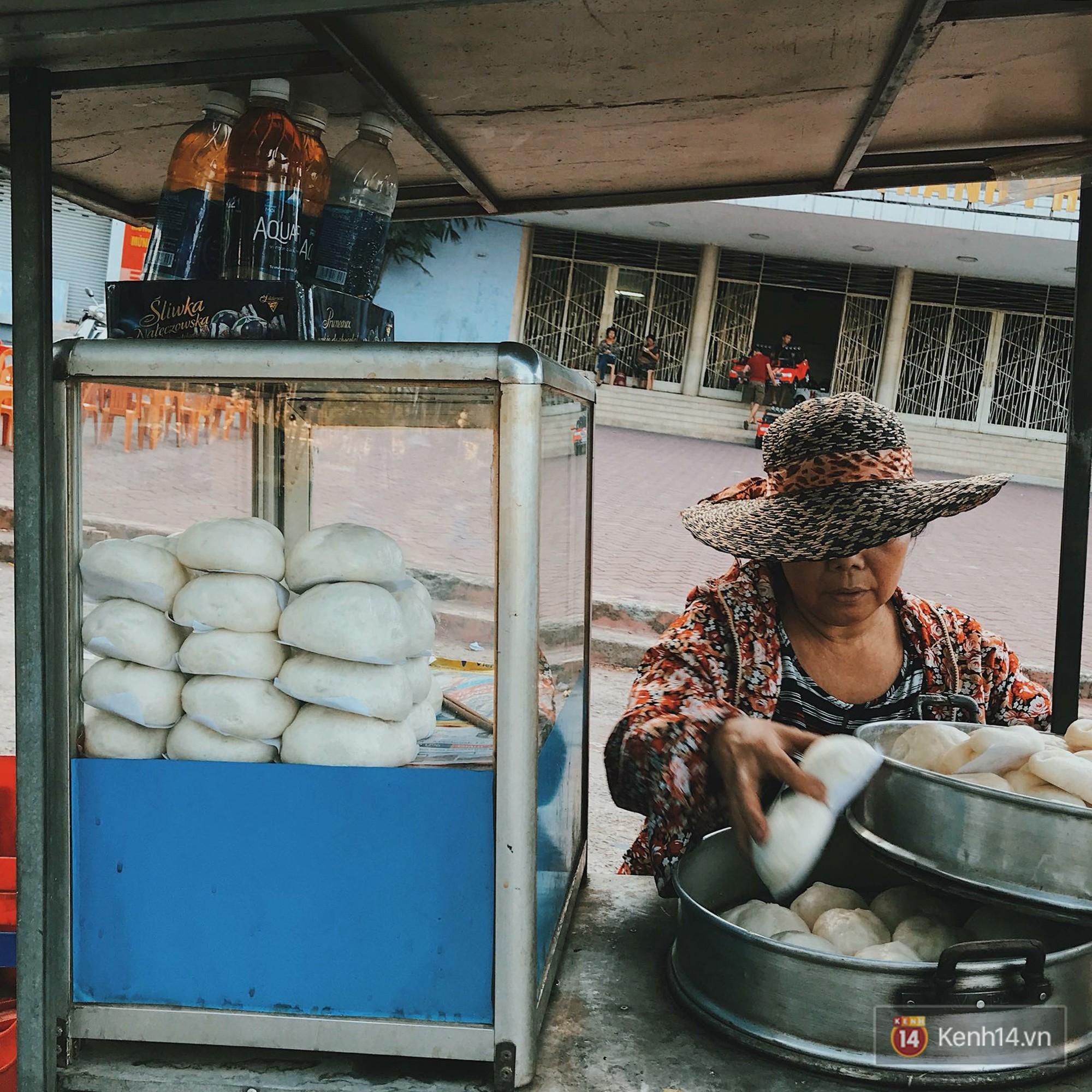 Ở Huế còn có cả món bánh bao nhân su su và chả quế rất lạ nữa này - Ảnh 2.