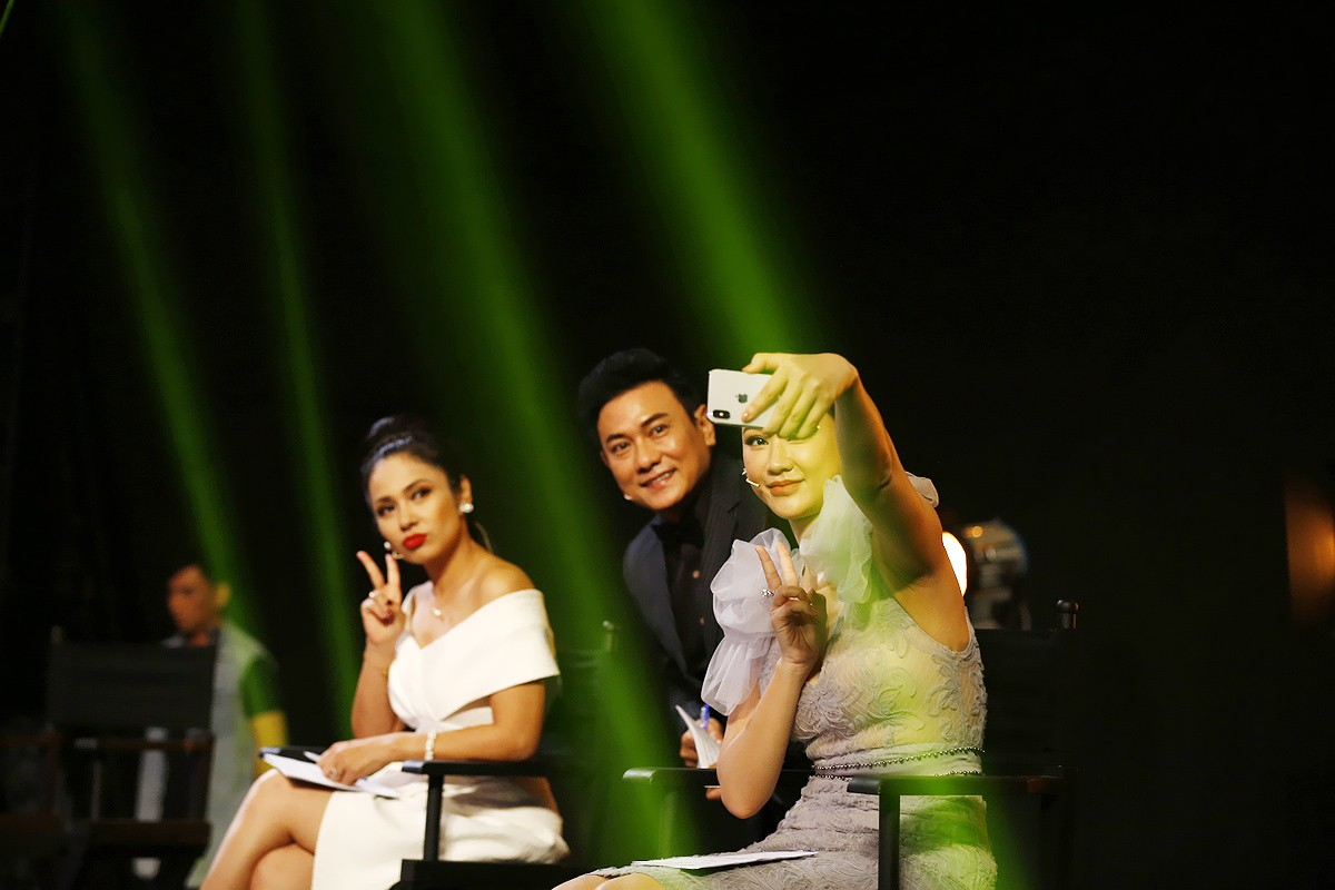 Việt Trinh bật khóc trên truyền hình khi nhớ lại thời gian bị ức hiếp bắt bỏ nghề - Ảnh 1.
