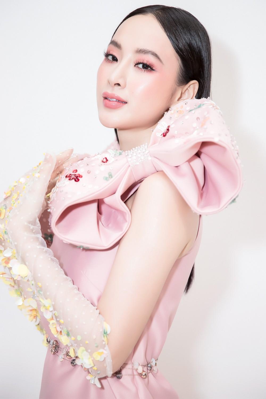Angela Phương Trinh nổi bật với cây hồng, cùng găng tay đính hoa đi sự kiện - Ảnh 3.
