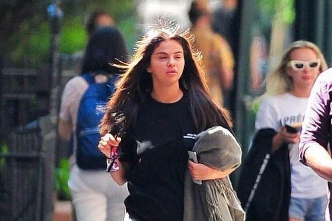 Thất thế trên đường tình, liệu Selena Gomez có trên cơ Hailey Baldwin trong cuộc chiến mặt mộc? - Ảnh 4.