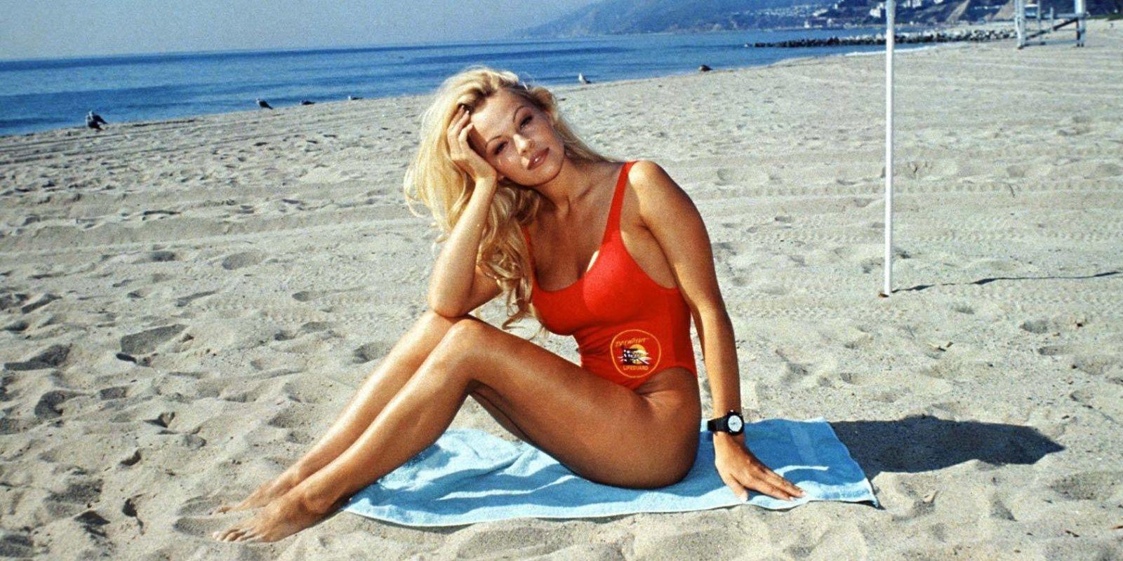 Nhan sắc màn ảnh một thời của quả bom sex 51 tuổi - bạn gái cầu thủ đội tuyển Pháp - Ảnh 4.