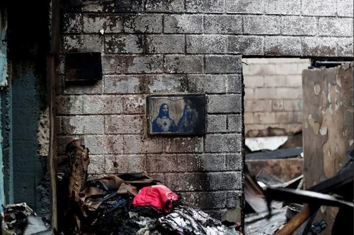 Ảnh: Cảnh tượng đau lòng trong những khu ổ chuột bị thiêu rụi ở Philippines - Ảnh 11.