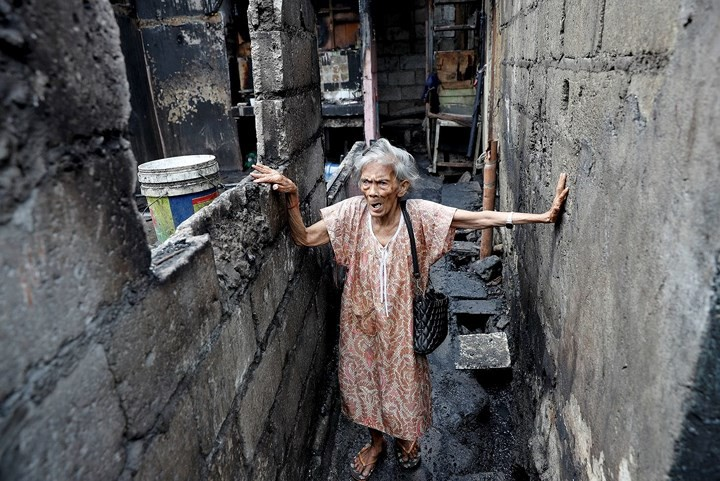 Ảnh: Cảnh tượng đau lòng trong những khu ổ chuột bị thiêu rụi ở Philippines - Ảnh 15.