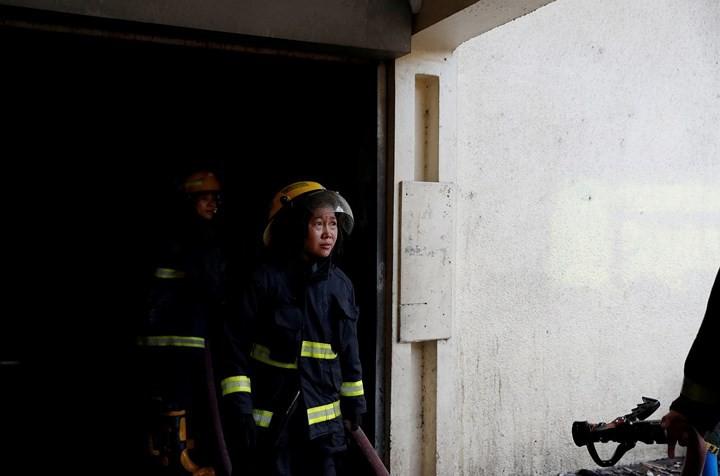 Ảnh: Cảnh tượng đau lòng trong những khu ổ chuột bị thiêu rụi ở Philippines - Ảnh 5.