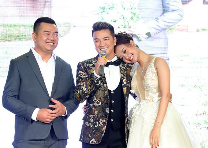 Mr Đàm cùng dàn nghệ sĩ đến chúc mừng đám cưới của Hà Thúy Anh với quản lý sau 3 năm yêu - Ảnh 2.