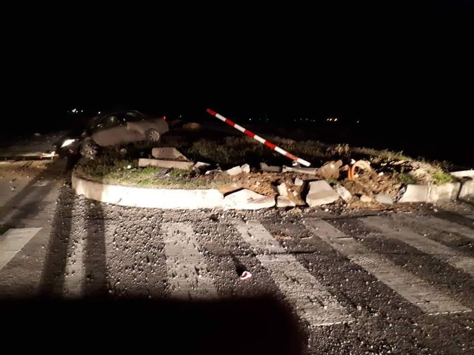Chánh văn phòng UBND huyện tử vong trong đêm sau khi lái xe tông trúng dải phân cách - Ảnh 1.