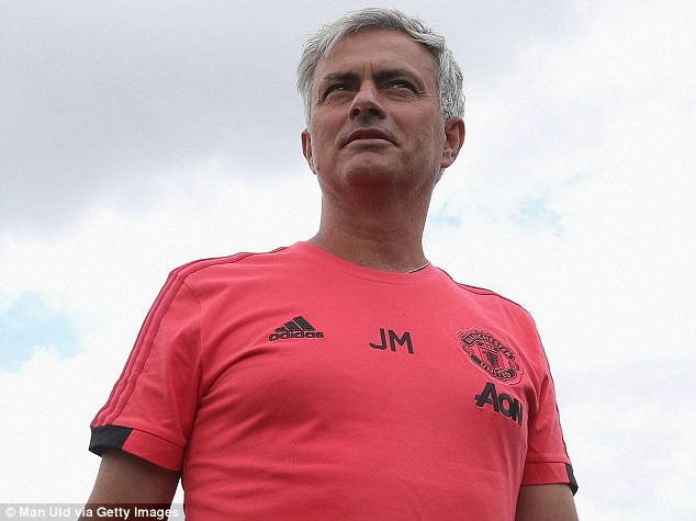 Mourinho trở lại Manchester, chuẩn bị cho mùa giải mới - Ảnh 9.