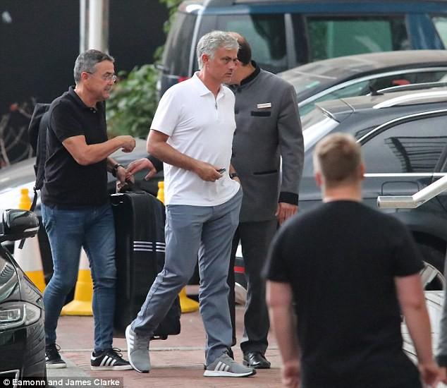 Mourinho trở lại Manchester, chuẩn bị cho mùa giải mới - Ảnh 2.