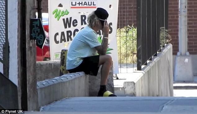 Justin Bieber bỗng ôm mặt căng thẳng trên phố và xóa clip về vợ sắp cưới trên mạng - Ảnh 7.
