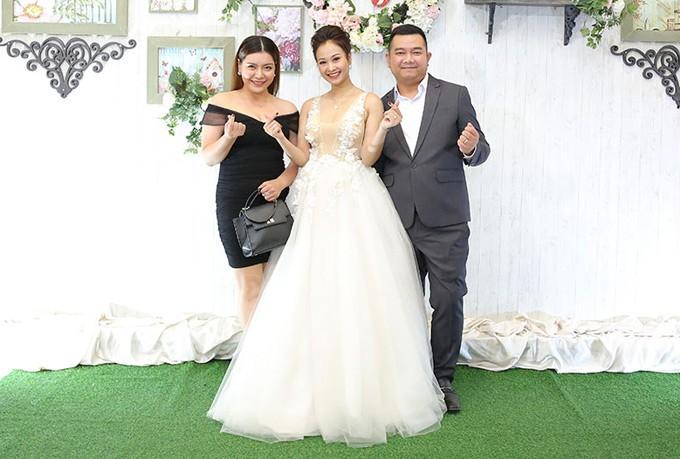 Mr Đàm cùng dàn nghệ sĩ đến chúc mừng đám cưới của Hà Thúy Anh với quản lý sau 3 năm yêu - Ảnh 5.